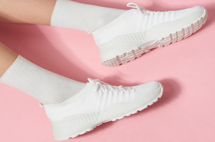 Білі снікерси – стилізації