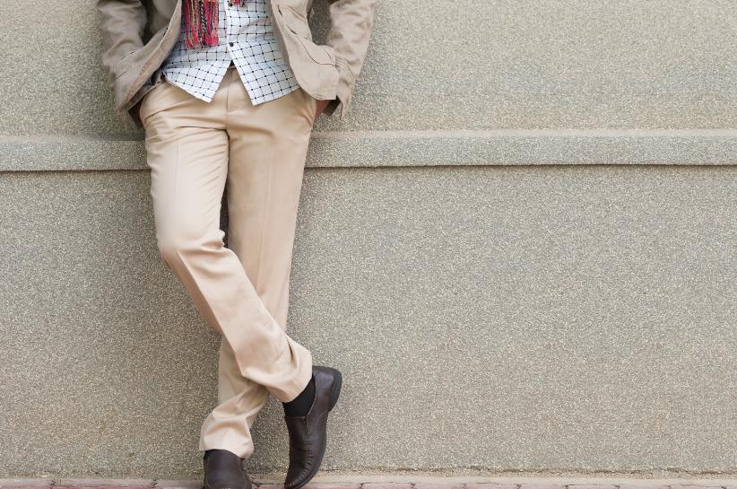 Бежеві чоловічі штани. Відкрий для себе кращі стилізації!
