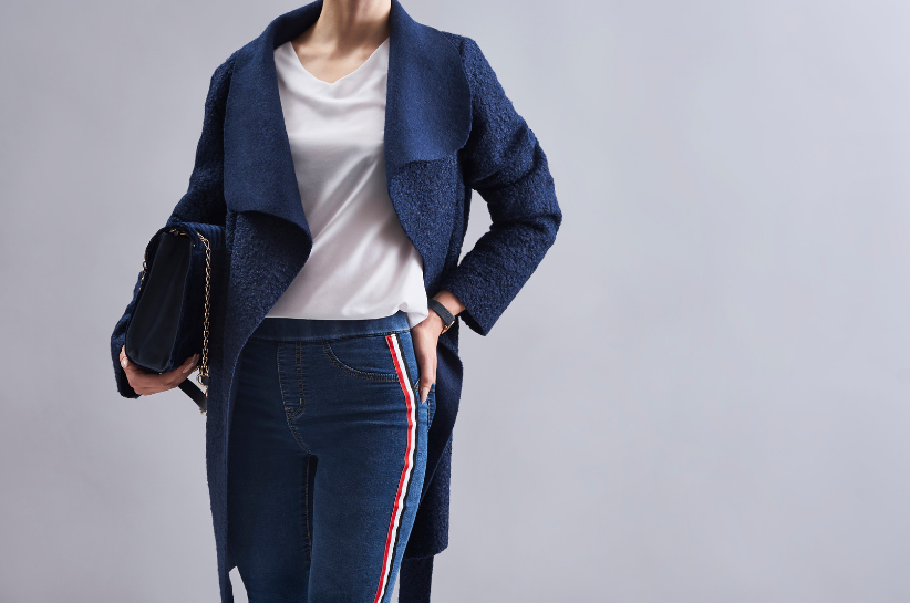 Синє пальто – хіт осіннього сезону. На які стилізації варто поставити?