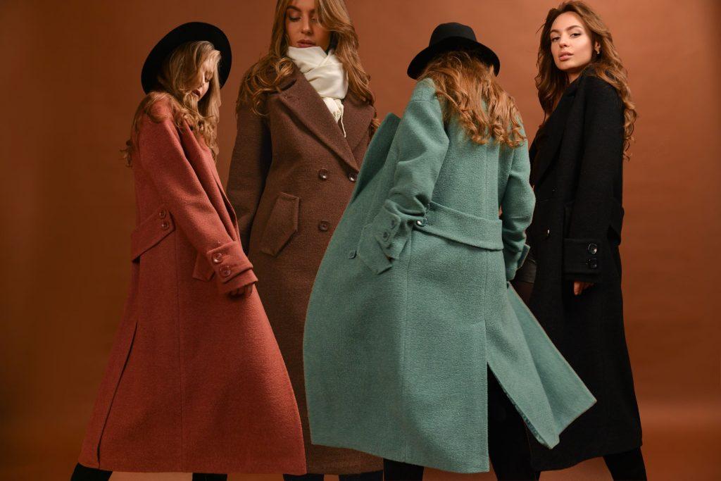 Як носити довге пальто? Представляємо кращі образи