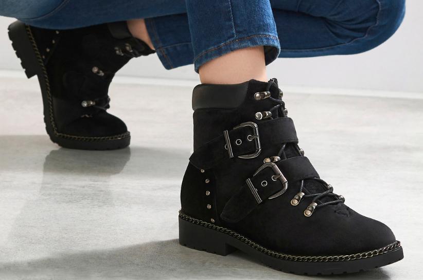 Байкерські черевики – хіт сезону! Жіночі стилізації з масивним взуттям в головній ролі!