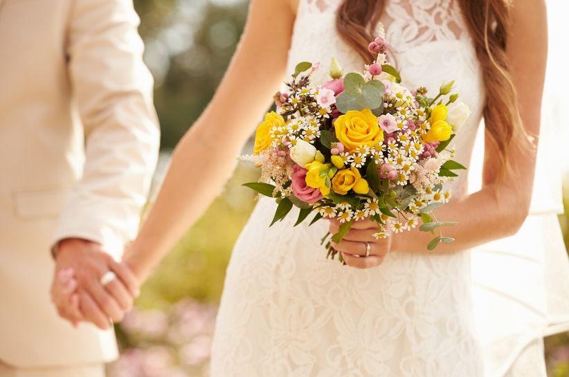 Яка сукня підійде для цивільного весілля? Вибір дійсно великий!