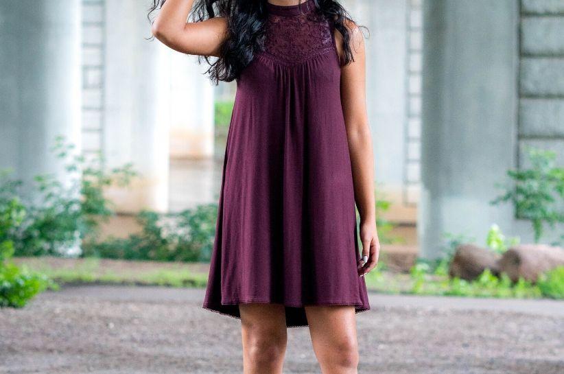 Сливова сукня – аксесуари, які підкреслять цей неповторний колір